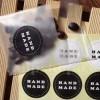 Etichete autoadezive rotunde alb-negru Handmade 10buc.